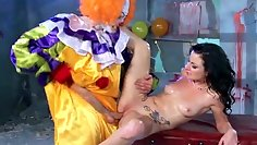 Kinky and creepy clown gets cock massage by a mouth of zz babe